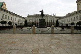 """Пам'ятний """"смоленський хрест"""" зник з варшавської площі"""