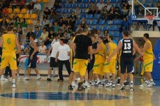 Українські і російські баскетболісти жорстоко побилися у Маріуполі