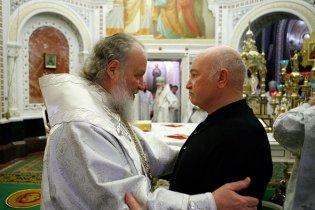 Кирилл похвалил Лужкова за заботу и открытие храмов