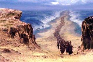 Ученые выяснили, как перед евреями и Моисеем расступилось море