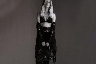Каролина Куркова снялась для юбилейного номера Elle