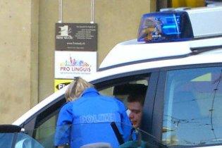 Швейцарська поліція полагодила авто п'яного водія, в яке врізалася
