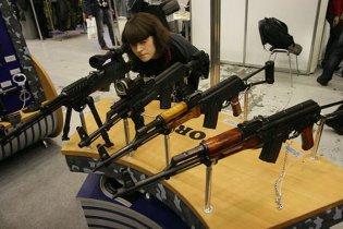 По всему Львову до сих пор собирают похищенное из университета оружие