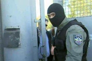 Податківці відкрили стрілянину по робітниках у Бердянську (відео)