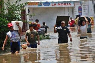 """В Мексиці 11 людей загинули через циклон """"Метью"""""""