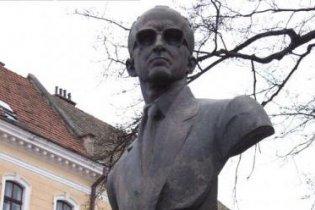 На Тернопольщине осквернили памятник одному из лидеров ОУН