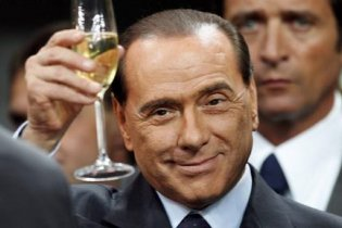 Берлусконі через кризу відклав випуск альбому балад