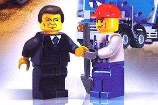 Янукович стал лего-человечком