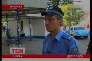 В Запорожье пьяная компания напала на милиционеров