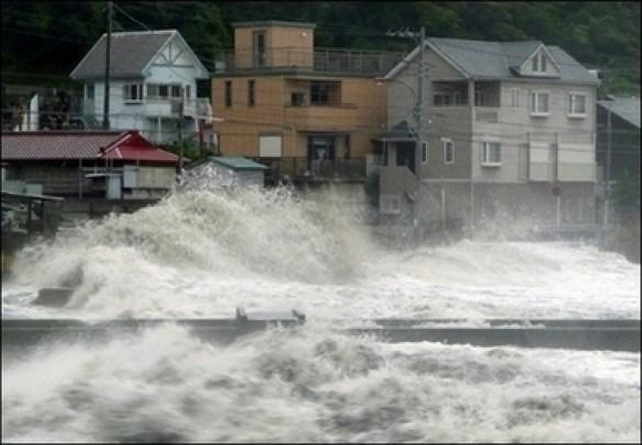 """Тайфун """"Фітоу"""" в Японії"""