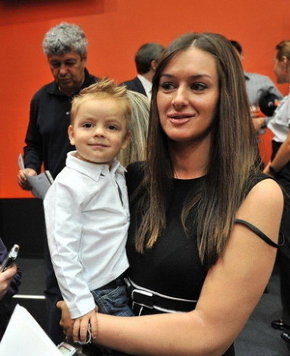 Стелла Худжамова з сином
