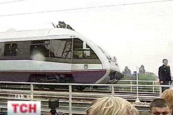 Потяг через міст