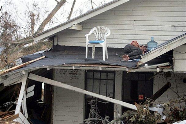 """Новое наступление стихии: к США приближается ураган """"Ли"""""""