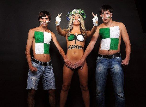 """FEMEN требует не пускать """"турецких мачо"""" с """"Галатасарая"""" во Львов"""