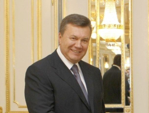Янукович: палатки на Майдане демонтировали из-за новогодней елки