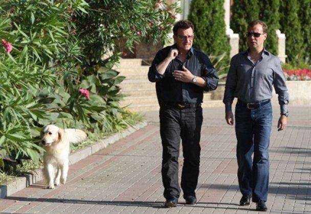 Дмитру Мєдвєдєву збільшили зріст на фото поряд з лідером U2