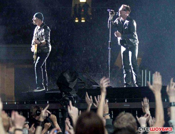 U2 спели в память об умершей Эми Уайнхаус