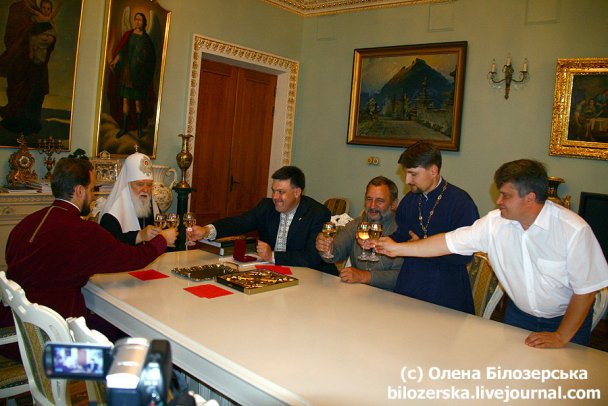 Патріарх Філарет нагородив Тягнибока орденом князя Володимира
