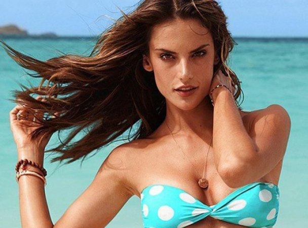 Алессандра Амбросио рекламирует купальники Victoria 's Secret
