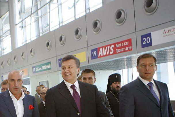 Янукович открыл новый аэропорт в Харькове