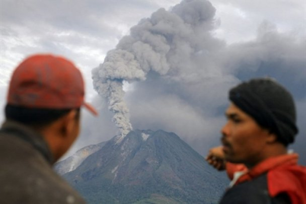 Зі Суматри евакуювали 40 тисяч людей через виверження вулкану
