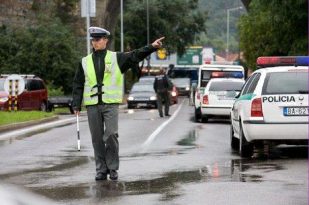 У Братиславі чоловік з дробовиком відрив стрілянину: 9 загиблих