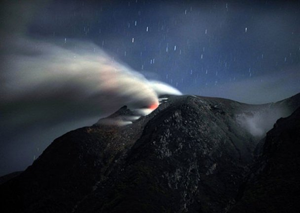 Виверження вулкану на Суматрі
