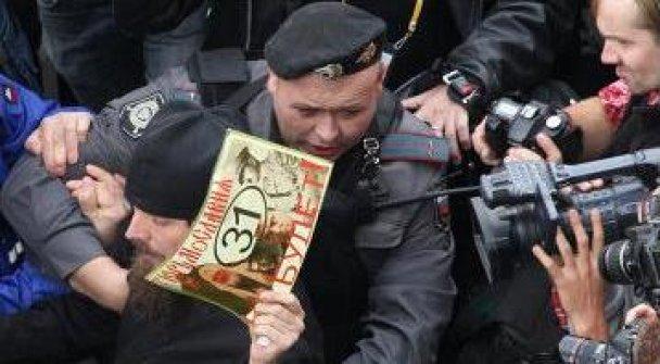 На акции оппозиции в Москве пролилась первая кровь: 70 задержанных