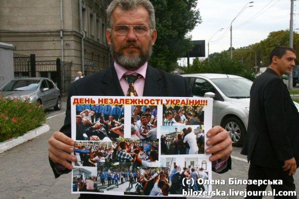 Посольство РФ в Киеве пытались окружить колючей проволокой