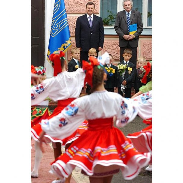 Віктор Янукович у День знань пішов до школи