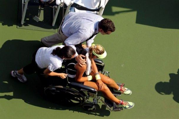 Белорусская теннисистка потеряла сознание во время матча (видео)