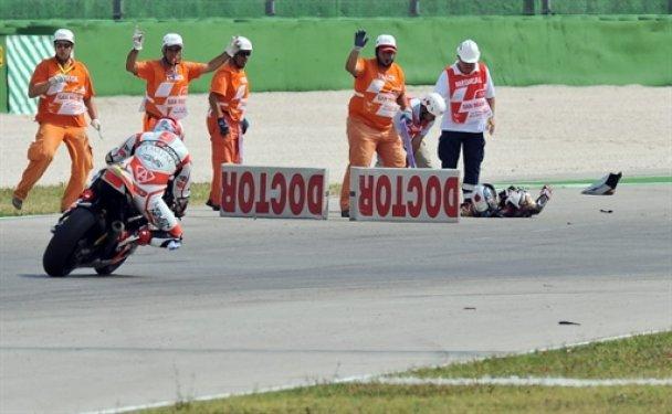 Японский мотоциклист разбился на престижной гонке
