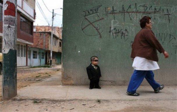 Самым маленьким человеком в мире стал 70-сантиметровый колумбиец