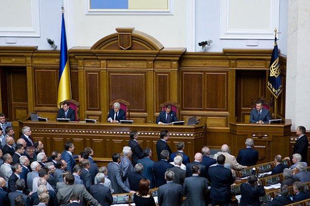 Сесія Верховної ради відкрилася бійкою депутатів