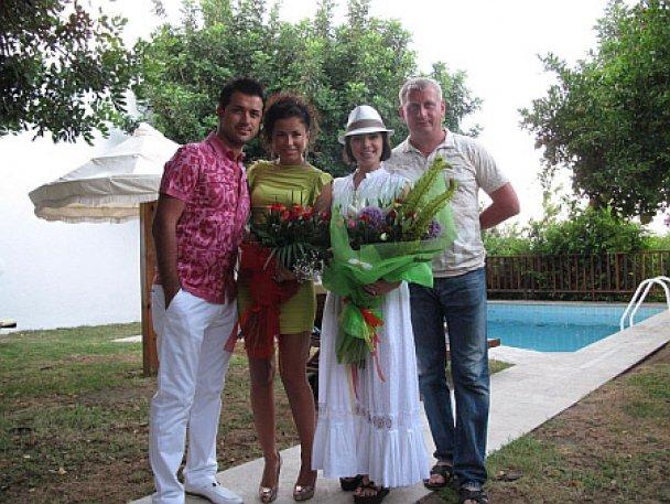 Ані Лорак відсвяткувала ситцеве весілля на Криті