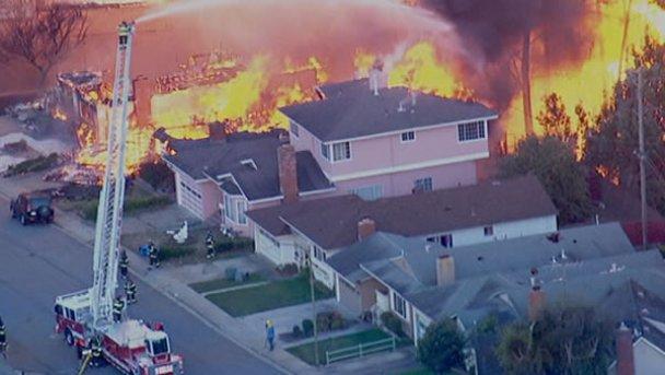 Вибух поряд з Сан-Франциско: є жертви, більше сотні будинків охоплені вогнем