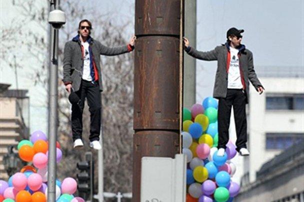 Ілюзіоністи у Чилі навчились зависати у повітрі