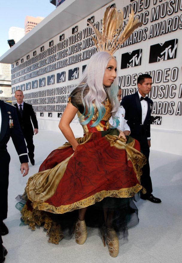 Lady GaGa своїм вбранням вразила аеропорт