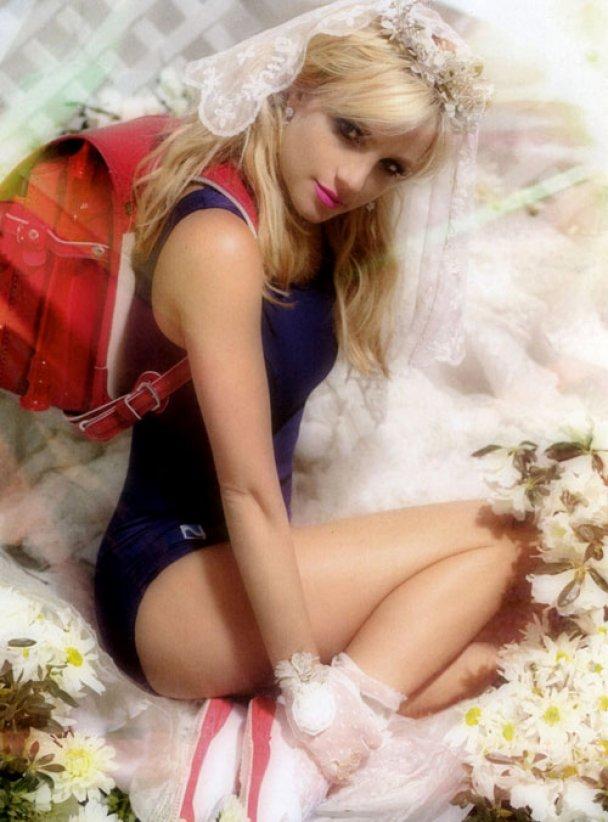 Невинная Бритни Спирс в фотосессии для POP