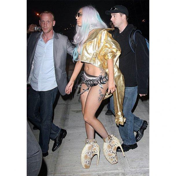 Lady GaGa делает тату только на левой стороне тела