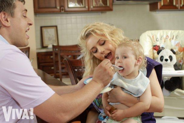 Тіна Кароль показала свого сина