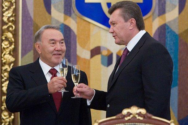 Янукович з Назарбаєвим захотів у космос