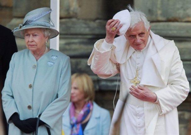 Папа Римський зустрівся з королевою Єлизаветою II