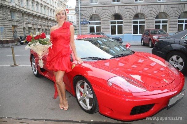 """Друзья подарили Ладе Дэнс """"Феррари"""" за 400 тыс. долларов"""