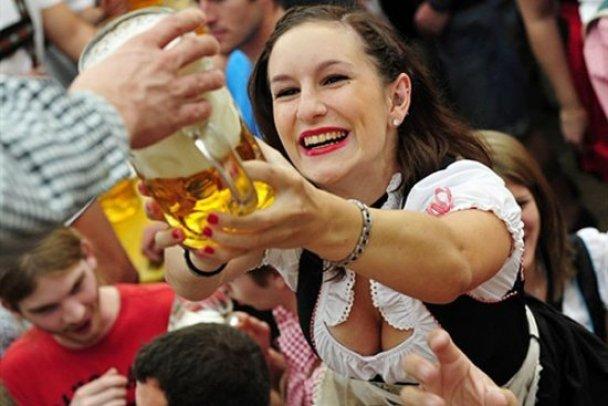 """Юбилейный фестиваль пива """"Октоберфест-2010"""""""