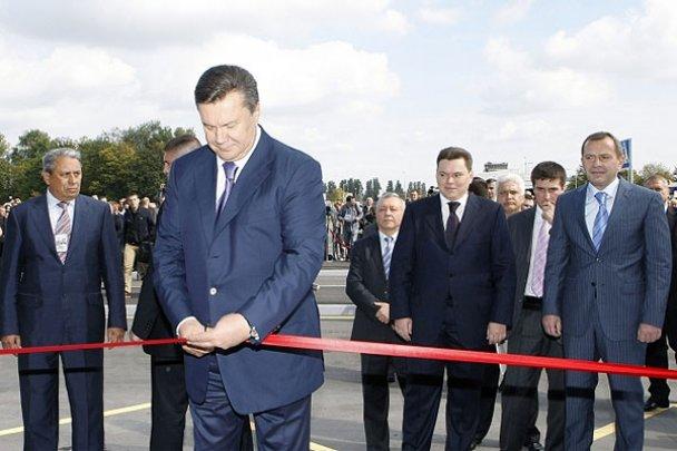 """Янукович відкрив у """"Борисполі"""" новий термінал"""