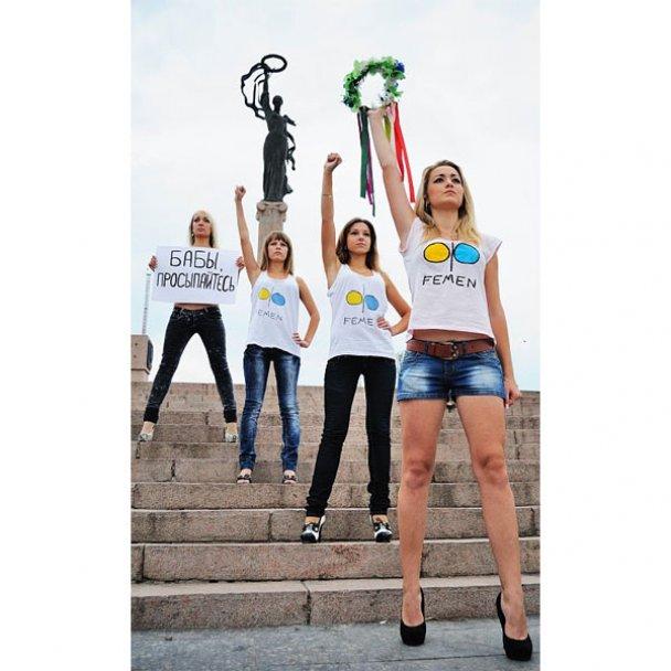 У Херсоні дівчата з FEMEN прикривалися кавунами