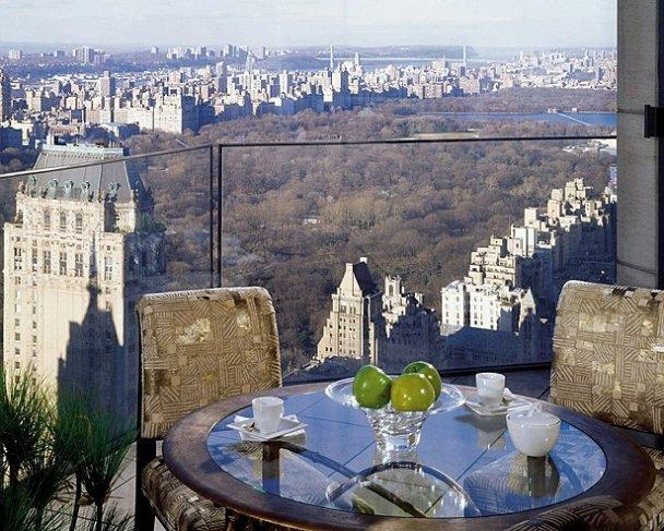Янукович оселився у найвідомішому готелі США