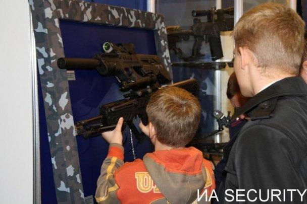Могильов відкрив виставку зброї в Києві