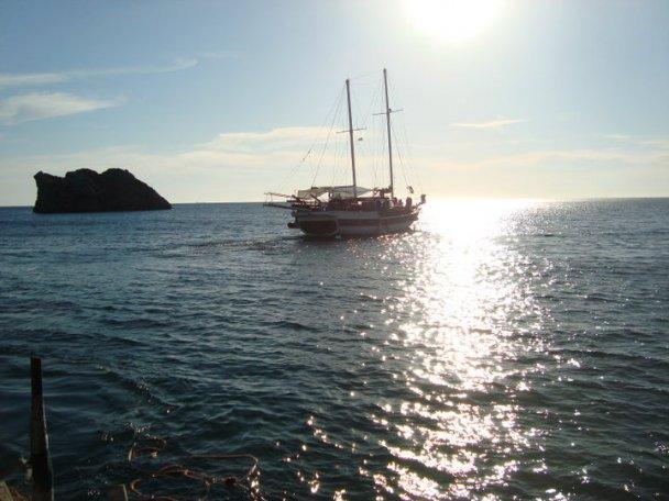 Лесбіянки з усього світу з'їхалися на острів Лесбос